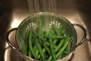 Rinse the green beans under cold water.