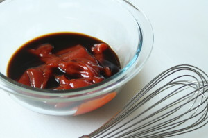 Combine the ketchup and Worcestershire sauce in a bowl.  Whisk the mixture is incorporated completely.